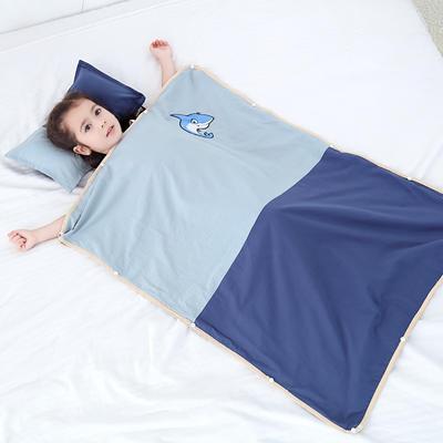 2019新款-水洗棉防踢睡袋(睡袋外套含枕套)模特图 耍帅鲨鱼60*80