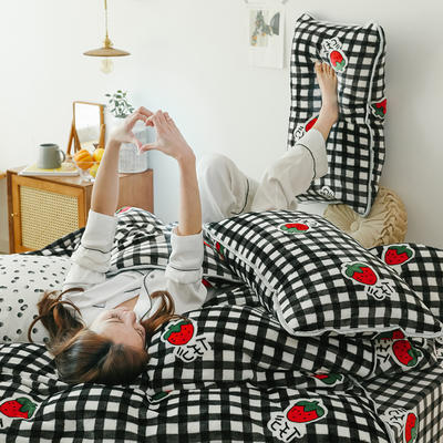 2019新款牛奶绒四件套-影棚图 1.8m床单款 格子草莓 黑