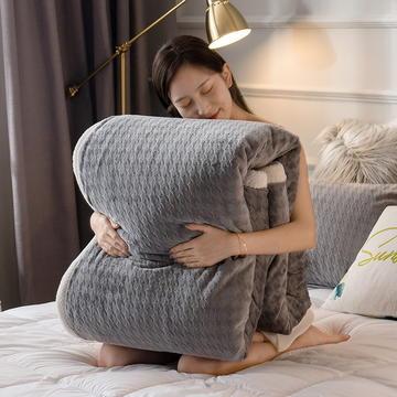 2020新款9D宝宝绒雕花双层厚毯子