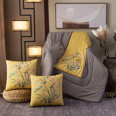 2020新款-輕奢中國風新中式古典刺繡60支全棉貢緞抱枕被 中號折起42*42 展開120*160 水仙頌-黃