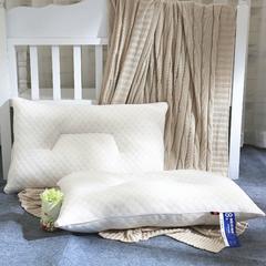 启艾家纺 针织水立方梯形定型护颈枕芯 针织水立方梯形定型护颈枕芯