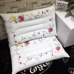 木果枕芯  刺绣玫瑰花保健枕 刺绣玫瑰花保健护颈枕