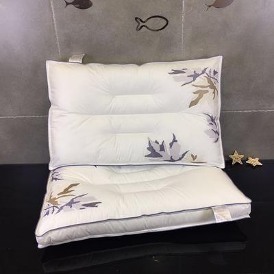 立体刺绣水洗枕    枫叶