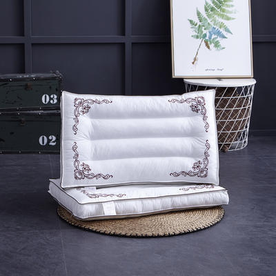 立体刺绣水洗枕 立体刺绣水洗枕   咖啡