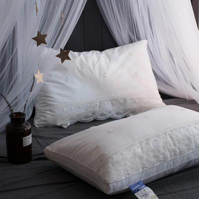 白色蕾丝羽丝绒枕 白色蕾丝羽丝绒枕