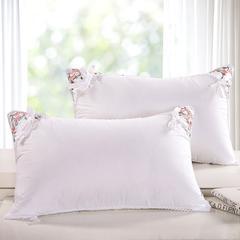 角绣茉莉花羽丝绒枕 角绣茉莉花羽丝绒枕