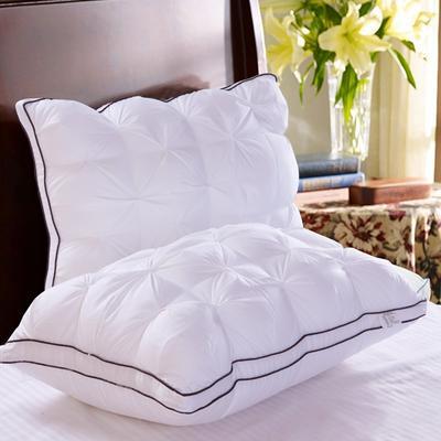 面包扭花羽丝绒枕  白色 面包扭花羽丝绒枕  白色