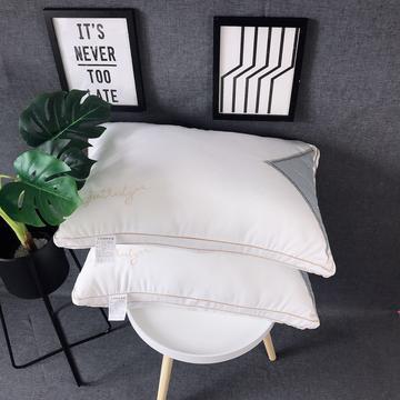 新品梵克雅宝字母羽丝绒枕头枕芯