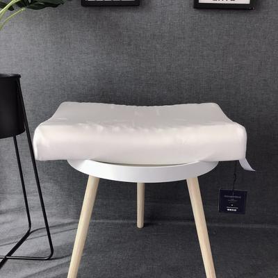 泰国玻尿酸天然乳胶枕芯枕头玻尿酸护颈枕乳胶按摩枕 玻尿酸    成人  高低款