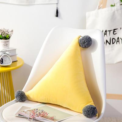 三角抱枕 公主风水晶绒床头靠垫 创意女生毛绒办公室沙发抱枕 48*48*48cm 黄色