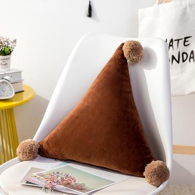 三角抱枕 公主风水晶绒床头靠垫 创意女生毛绒办公室沙发抱枕 48*48*48cm 咖啡色