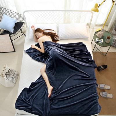 2018云貂绒纯色(每平方320克)模特图毛毯毯子 100*150 藏青