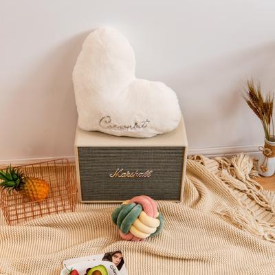 2019新款兔绒抱枕 20*25cm 爱心 爱心 白色