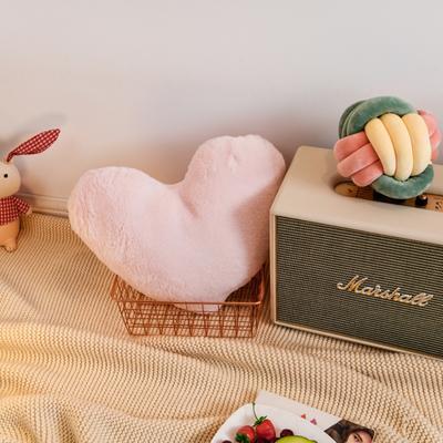 2019新款兔绒抱枕 20*25cm 爱心 爱心 粉色