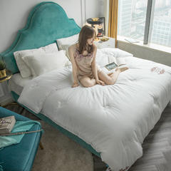 60s工艺绣花冬被(模特图) 200X230cm(7斤) 旧约白