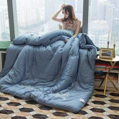 60s工艺绣花冬被(模特图) 200X230cm(7斤) 若梦蓝