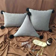 纯色素色抱枕手工毛球北欧风ins小清新靠垫腰枕沙发装饰抱枕 50*50*50cm三角形 浅灰色