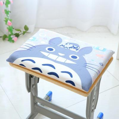 卡通记忆棉坐垫 35*24cm简约款 龇牙龙猫