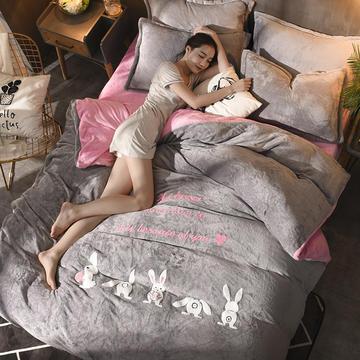 2018新款拂微毛巾绣法兰绒四件套 1.5m(5英尺)床 幸运兔—灰粉色