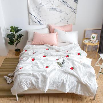 毛巾绣花空调被夏凉被水洗棉夏被 1.5m 白色草莓