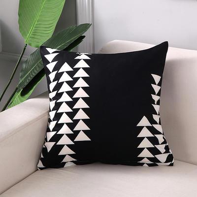 2018新款拼色黑白双面绒布印花抱枕 45x45cm单套子 黑底白三角