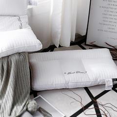 她喜爱 纤维枕-格罗恩 48*74cm 白色/只