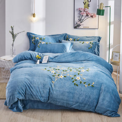 2019新款牛奶棉絨毛巾繡 1.5m床單款四件套 冬季漫舞-藍