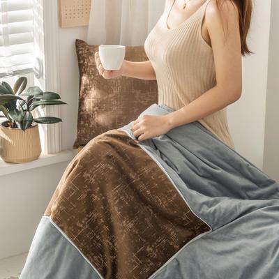柠栀家纺  烫金款抱枕被 里料水晶绒 40X40cm(打开110x140cm) 抱枕被-烫金咖