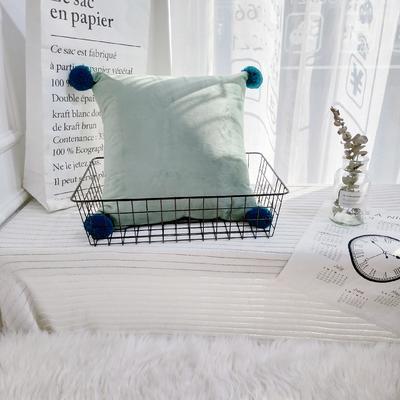 可温家居 2018年新款纯色爆款意大利绒抱枕 INS北欧风靠枕 手工球沙发装饰枕 30X50cm腰靠枕 抹茶绿