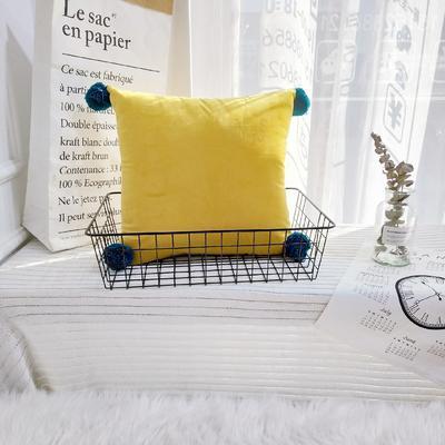 可温家居 2018年新款纯色爆款意大利绒抱枕 INS北欧风靠枕 手工球沙发装饰枕 30X50cm腰靠枕 活力黄