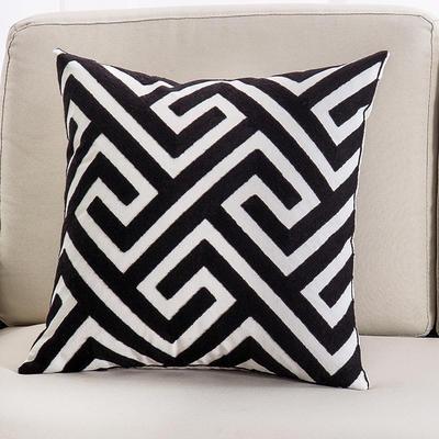 2018新款链条绣黑色系列抱枕 45*45cm(单面图案抱枕套) 黑色 迷宫