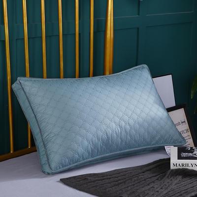 绗绣枕头 柔赛丝蓝