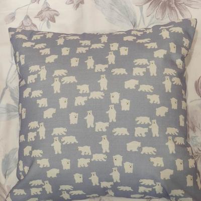 2019新款-小动物抱枕 45*45抱枕含芯 北极熊