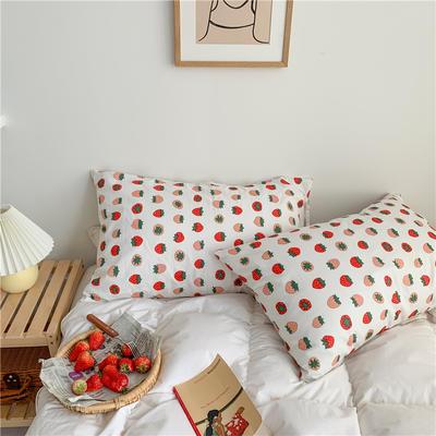 2020新款40支斜纹全棉枕套 48cmX74cm一对 草莓白