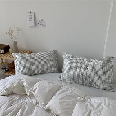 2020新款40支斜纹全棉枕套 48cmX74cm一对 白格子