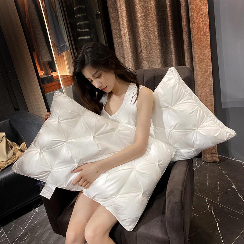 2021新款纽花羽丝绒枕