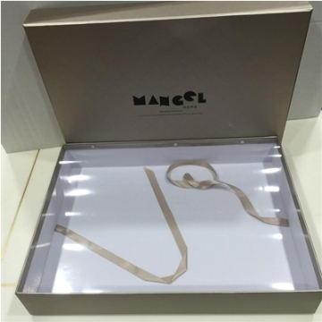 包装系列(包含手拎带) 香槟金礼盒