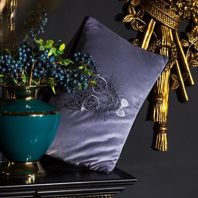 小抱枕 30*50(一只含芯) 丛林绅士(紫)