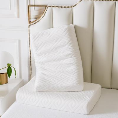 新款天然乳胶枕A品零压力针织款64*40 白色回形格按摩款