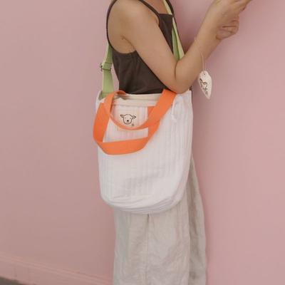 2020新款韩国独家绗缝包包 底直径18cm 高24cm 白色